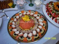 Räucherfischplatte 6 mit Räucherlachs, Forellenfilets, und Räucherlachsroulade Party Finger Foods, Snacks Für Party, Party Buffet, Party Service, Canapes, Food Art, Acai Bowl, Seafood, Diy And Crafts