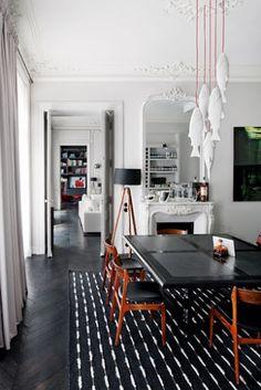 Design Hub - блог о дизайне интерьера и архитектуре: Парижская квартира в историческом доме 19 века с современными деталями интерьера