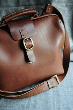 sac à main en cuir marron
