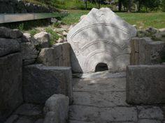 http://static.panoramio.com/photos/large/23413619.jpg