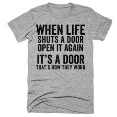 When life shuts a door Open it again Its a door Thats how they work t-shirt - Funny Shirts Humor - Ideas of Funny Shirts Humor Shirt with funny sayings. Funny Shirt Sayings, Sarcastic Shirts, Funny Tee Shirts, T Shirts With Sayings, Funny Quotes, T Shirt Quotes, Clothes With Quotes, Smile Quotes, Hogwarts T Shirt