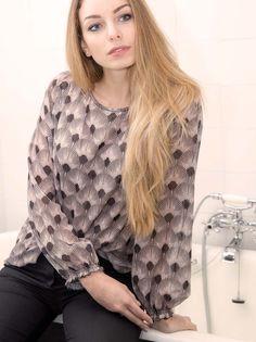 Blouse imprimé coquillage Ruffle Blouse, Tops, Women, Fashion, Fashion Now, Winter Collection, Moda, Fashion Styles, Fashion Illustrations