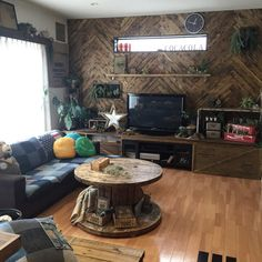Mackeyさんの、Overview,DIY,ディスプレイ,アメリカン,アメリカンビンテージ,リノベーション,いなざうるす屋さん,セルフリノベーション,ヘリンボーン,男前インテリア,男前化計画,RC九州支部,しゃれとんしゃあ会,木のある暮らし,ヘリンボーンDIY,ヘリンボーン壁,木のある生活,インスタmackey2480についての部屋写真