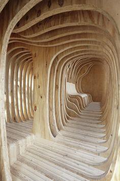 Les étudiants en première année d'architecture et d'urbanisme de l'Académie des beaux-arts d'Estonie ont conçu et réalisé ce refuge intitulé «READER». Cett