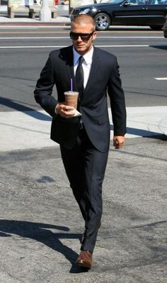 '' David Beckham '' suit style with Starbucks coffee David Beckham Suit, David Beckham Style, Gentleman Mode, Gentleman Style, Sharp Dressed Man, Well Dressed Men, Looks Style, My Style, Business Mode