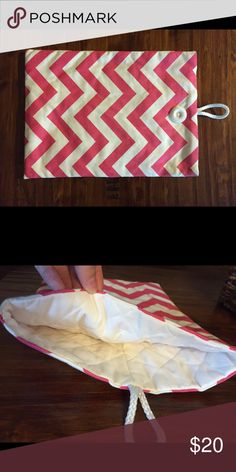 Laptop cover Pink chevron lap top case. In great condition. Fits a mac book pro Other