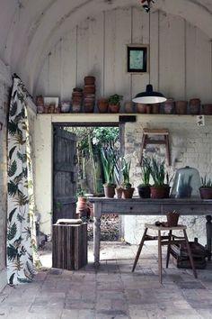 Bestrating 2 x 2 blok vertikalen brede planken potting shed
