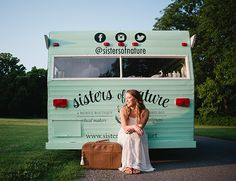 Kim Parker turned an old trailer into a fab traveling boutique that serves Nashville with its local, fair trade, charitable goods and it is oh so cute! Beach Boutique, Mobile Boutique, Entrepreneur Inspiration, Vintage Trailers, Signage, Sisters, Social Media, Nature, Nashville Tennessee