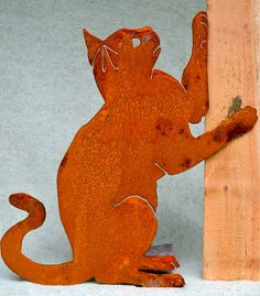 Handmade in steel from an original design and hand-rusted, this playing cat silhouette reflects personality as well as species-specific traits. Rusty metal garden art made in the USA by skilled artisans. Vogel Silhouette, Bird Silhouette, Metal Yard Art, Metal Art, Cat Crafts, Wood Crafts, Decoration Originale, Metal Birds, Rusty Metal