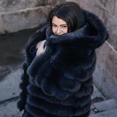 Fox Fur Coat, Faux Fur Jacket, Fur Fashion, Fashion Photo, Womens Fashion, Ladies Fashion, Fabulous Furs, Fashion Images, Gorgeous Women