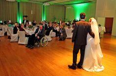 das Brautpaar begrüßt seine Gäste
