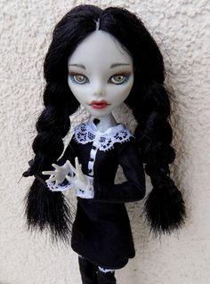 El miércoles Addams - OOAK monstruo alto muñeca