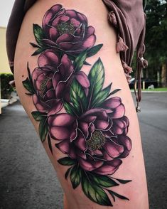 Purple neo-traditional flower leg tattoo by Squire Strahan ( from. Purple neo-traditional flower leg tattoo by Squire Strahan ( Lila Tattoo, Tattoo Femeninos, Form Tattoo, Shape Tattoo, Cover Tattoo, Wrist Tattoo, Tattoo Flash, Purple Flower Tattoos, Flower Leg Tattoos