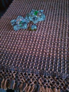Caminho de mesa em tear de pente liço feito com barbante colorido 4/4