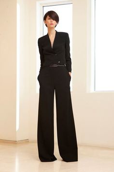 Akris Resort 2011 Fashion Show LOVE this outfit! Black on black and a wide leg! I'd wear this to work or a night on the town Foolproof First Date Elegant Fall Outfits fall black street style of Work Fashion, Fashion Show, Fashion Outfits, Womens Fashion, Dandy Look, Super Moda, Business Outfit Frau, Black Wide Leg Trousers, Wide Legs