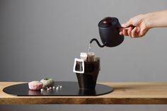 日本製にこだわった製品作りをするMiyacoが製作した「シングルドリップ」の紹介。沸騰させたお湯をシングルドリップに入れることで、コーヒー抽出に最適な温度(85℃~90℃)になり、より一層本格的な味わいに仕上がる。また、サビにくく衛生的なステンレス製で保温性にも優れていて使い勝手もよい。