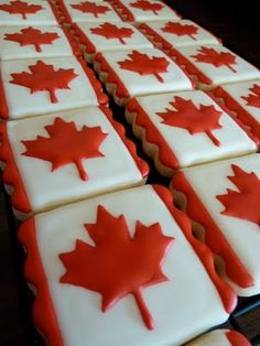 Celebrate Canada Day with a flag cake! Vanilla sheet cake with a whipped cream cheese frosting, decorated with strawberries to make the Canada Flag. This will feed a crowd! Serve with extra sliced strawberries if desired. Fancy Cookies, Iced Cookies, Royal Icing Cookies, Custom Cookies, Sugar Cookies, Yummy Cookies, Canada Day Crafts, Vanilla Sheet Cakes, Canada Day Party