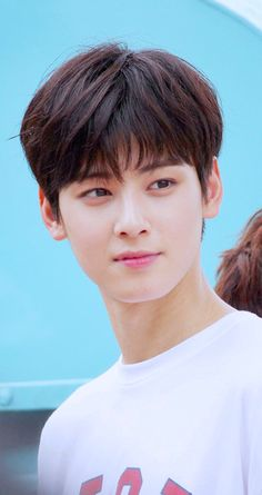 Cha EunWoo/Lee DongMin this boy's visuals are crazy
