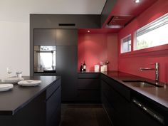 Cucina moderna nera con paraschizzi rosso - stupendo design