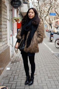Fashion street style: fur and black