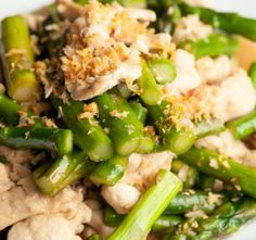 The Asparagus and Chicken Lemon Stir Fry are easy to cook and quick meal for weeknights; while the lemon, ginger and garlic in this recipe add a zesty and distinctive flavor to the dish. Asparagus Stir Fry, Asparagus Recipe, Stir Fry Recipes, Diet Recipes, Healthy Recipes, Tomato Bisque, Lemon Chicken, Quick Meals, Food To Make