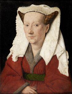 """Margareta van Eyck.  """"Mijn man Johannes voltooide mij in het jaar 1439 op 15 juni, mijn leeftijd was drieëndertig jaar.""""   Het haar is modieus opgestoken in twee hoorntjes die met haarnetjes in dambordmotief worden bijeengehouden. Daarover ligt een linnen sluier. Ze draagt een met eekhoornbont gevoerd rood overkleed dat hoog wordt opgesnoerd door een brede gordel. Aan de rechterhand draagt ze een ring."""