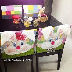 https://flic.kr/p/mh5zDz | JOGO DE CAPAS DE CADEIRA DE PÁSCOA | Sendo 2 capas com aplicação de coelho e coelha, e 2 capas lisas, estas foram para São Paulo, para a casa da Bianca....