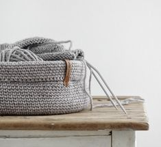 Knitting Patterns Ravelry A shopping network is not only practical, it can also look really good! The detailed instructions … Diy Crochet Basket, Crochet Diy, Knitting Stitches, Knitting Patterns, Crochet Patterns, Textiles, Ravelry, Bucket Bag, Diys