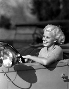 10th January 1933: American MGM star Jean Harlow (1911-1937), born Harlean Carpentier. (Photo by Clarence Sinclair Bull)