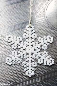 Hama-helmistä lumihiutale | Kotivinkki