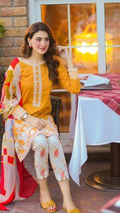 Pakistani Dress Design, Pakistani Dresses, Lehenga Designs, Mehndi Designs, Fancy Dress Design, Emotional Songs, Mahira Khan, Muslim Dress, Dress Indian Style