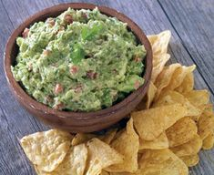 It only takes a few minutes to create classic restaurant-style guacamole that's bursting with flavor. Guacamole Recipe Easy, Fresh Guacamole, Avocado Recipes, Greek Appetizers, Finger Food Appetizers, Appetizer Recipes, Finger Foods, Chip Dip Recipes, Cinco De Mayo