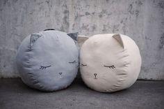 Bawełniany puf kotek szary lub krem Milli Home