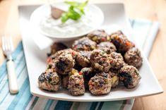 Jauheliha-kasvispyörykät Gazpacho, Bbq, Muffin, Cooking, Breakfast, Koti, Ethnic Recipes, Barbecue, Kitchen
