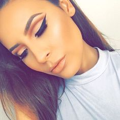 toofaced: @desiperkins is SLAYING this cut crease. She used our Sweet Peach Palette to get the look! #regram #tfsweetpeach #toofaced