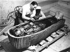 Tomb of Tutankhamun in Photos. Image of Howard Carter inspecting the Mummy of Tutankhamun. Howard Carter is the Egyptologist who discovered the tomb of KingTutankhamun in Egypt's Valley of the Kings Ancient Artifacts, Ancient Egypt, Ancient History, European History, Ancient Aliens, Ancient Greece, Ancient Tomb, American History, British History