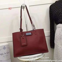 00d473f8236e プラダのPrada Etiquette ショルダーバッグ は使いやすい、上品なレディースバッグ ...