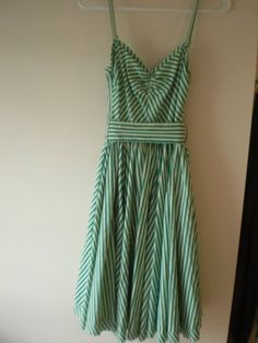 I want to find this dress!