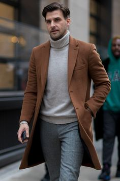Hein Fienbrot style recent New York Winter Outfit, Winter Travel Outfit, Winter Outfits Men, Winter Clothes, Nyc Mens Fashion, Daily Fashion, Men's Fashion, Fashion Lookbook, Fashion Design