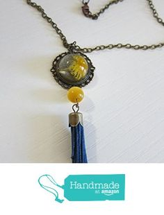 Vendido. Collar con margarita real amarilla y recubierta de esfera de cristal, con bola amarilla ojo de gato y ponpom azul de Jewellery Handmade Oscurarosa https://www.amazon.es/dp/B01JU903JY/ref=hnd_sw_r_pi_awdo_DAL5xb492G74P #handmadeatamazon