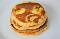 Banana and Yogurt Pancakes Pavlova, Yogurt Pancakes, Cookies, Coco, Fudge, Breakfast, Blog, Chocolate Peanut Butter, Strawberry With Chocolate