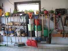 Które narzędzia ogrodowe będą przydatne do prac ogrodowych? Zapraszamy na nasz blog