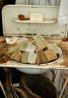 rustic chunky soap - makes me want to get back to soaping again !