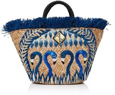 This **Aranáz** Rosario Tote is rendered in seagrass and features braided leather handle and raffia flower details. Fringe Handbags, Tote Handbags, Fringe Purse, Tote Bags, Flamingo Shirt, Straw Tote, Summer Bags, Vintage Bags, Braided Leather