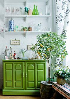 room design interior design home design decorating before and after house design Indoor Lemon Tree, Urban Deco, Color Of The Year 2017 Pantone, Pantone Color, Home Interior, Interior Design, Bathroom Interior, Modern Interior, Green Dresser