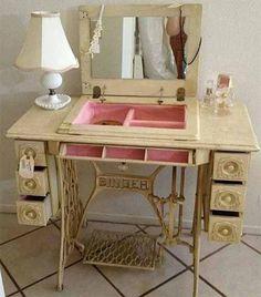 Если у вас дома есть старая швейная машинка, которой вы уже не пользуетесь, то у вас возникали периодически мысли о переделке такой старой мебели в что-то красивое и нужное. Давайте посмотрим как своими руками можно переделать старую швейную машинку в удобный туалетный столик с зеркалом, отделениями для косметики и ящиками для хранения украшений. Такая отреставрированная …