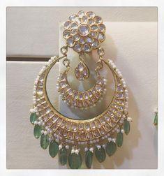 Sagar Jewellers Jewelry Design Earrings, Fashion Earrings, Gold Jewelry, Chand Bali Earrings Gold, Amrapali Jewellery, Indian Jewelry Sets, India Jewelry, Rajputi Jewellery, Bridal Nose Ring