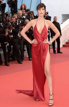 Bella Hadid vestido vermelho sexy com fenda em Cannes / look de festa, formatura