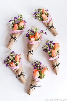 DIY Mini Flower Bouquets - Homey Oh My! | Mini bouquets para el Día de las Madres, que bellos!