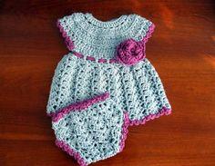 crochet baby dress  Free Domestic Shipping por LoopIt en Etsy
